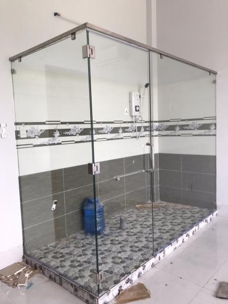 Phòng tắm kính cường lực vô cùng trang nhã và tinh tế