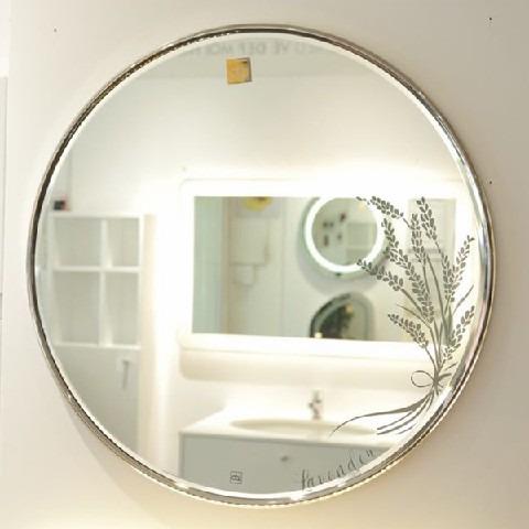 Sử dụng gương vàng mạ Inox