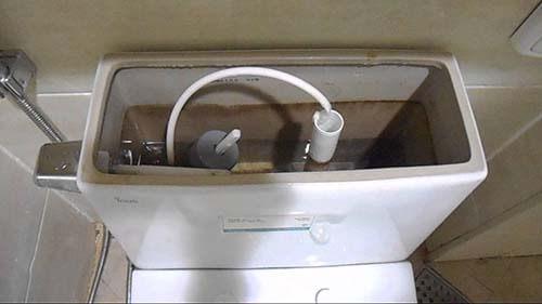 hiệu suất xả nước của bồn cầu TOTO C864