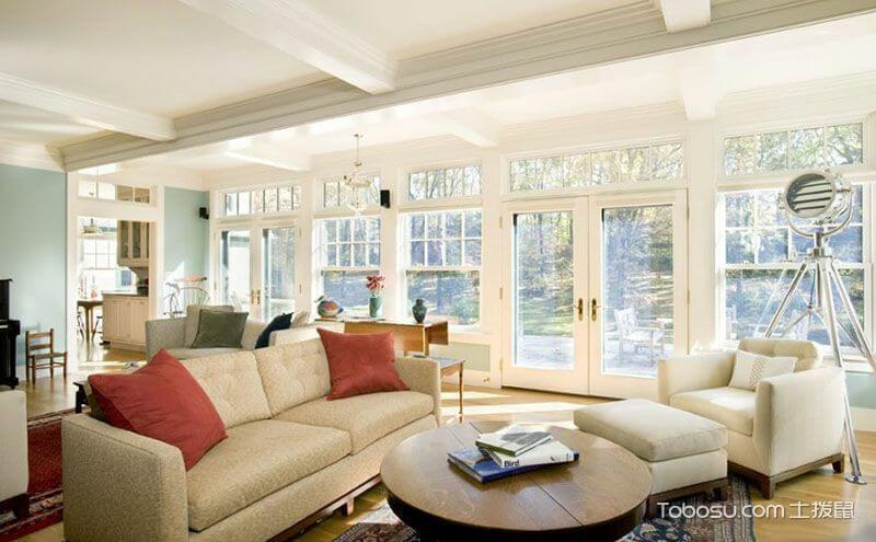 Thiết kế kích thước cửa sổ lớn cho phòng khách lớn