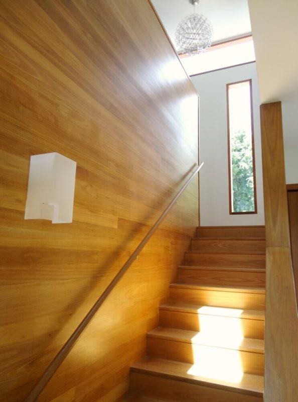 Thiết kế kích thước cửa sổ cầu thang đẹp
