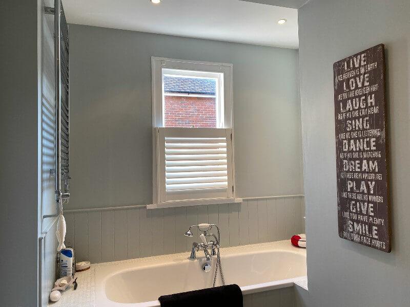 Cửa sổ nhà vệ sinh hiện đại