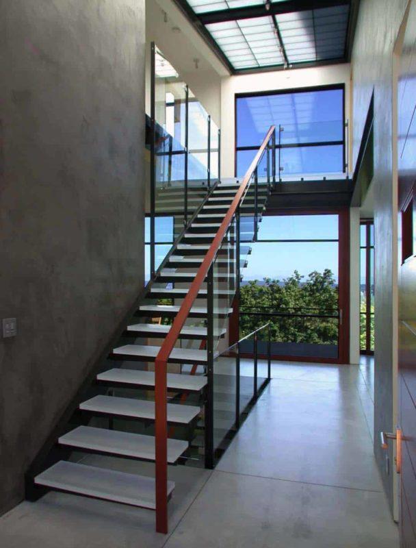 Cửa sổ cầu thang ấn tượng