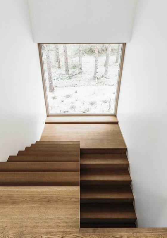 Cửa sổ cầu thang đẹp