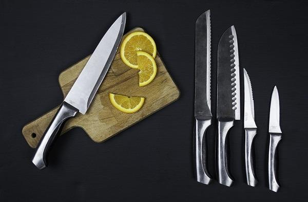 Trang trí bếp bằng bộ vật dụng kim loại