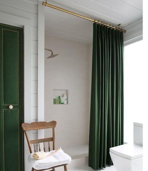 Treo rèm tắm ở vị trí cao